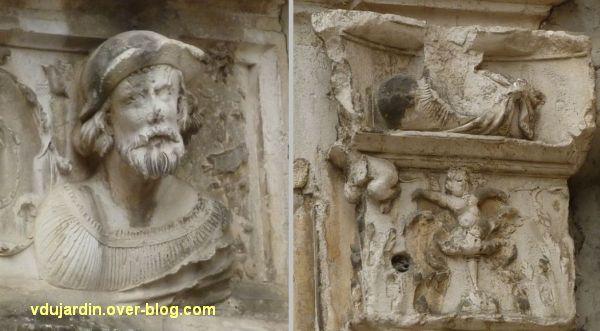 Poitiers, hôtel Berthelot, 5, homme sur le linteau de la porte et sculptures de son piédroit droit