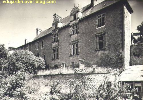Poitiers, hôtel Berthelot, la façade postérieure sur une carte postale ancienne
