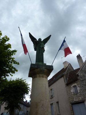 La Victoire d'Aimé Octobre à Angles-sur-l'Anglin, dans la Vienne, vue de face