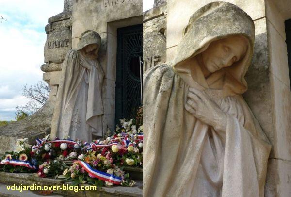 Angoulême, monument aux morts de 1914-1918, 4, la mère âgée, de loin et de près