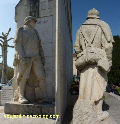 Cahors, monument aux morts de 1914-1918, 5, deux vues du soldat