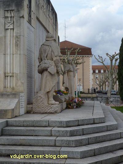 Cahors, monument aux morts de 1914-1918, 7, vue de côté