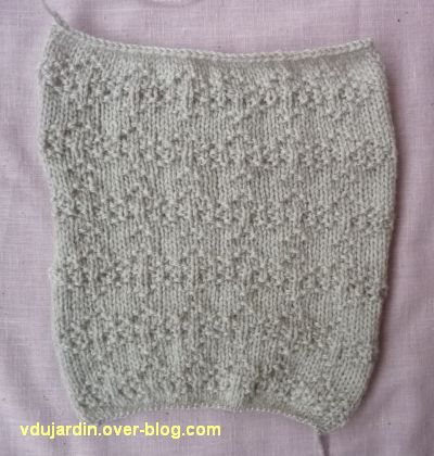 Des carr s gris au tricot 5 un point fantaisie le - Point fantaisie au tricot ...