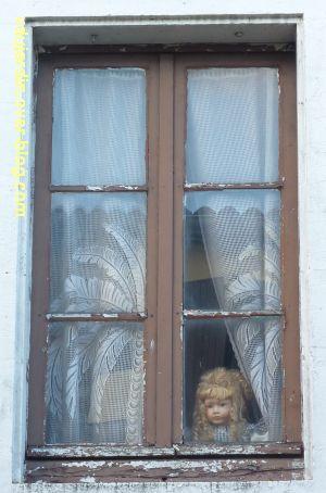 Des fenêtres à Poitiers, 1, sordide rue de la Cueille Mirebellaise