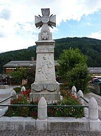 Monument aux morts du Grand-Bornand (Haute-Savoie), vue générale