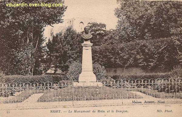 Niort, le monument Main sur une carte postale ancienne