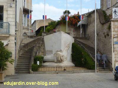Niort, les monuments à la résistance, 1, le monument aux soldats sans uniforme