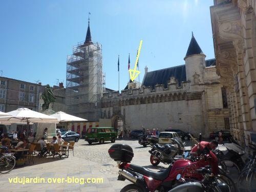 Hôtel de ville de La Rochelle, statue de Henri IV, 1, position