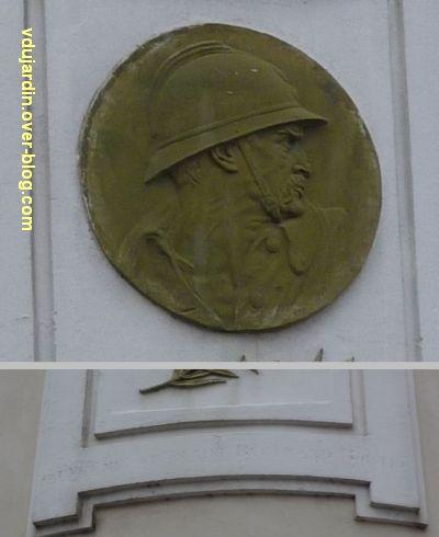 Les Sables-d'Olonne, médaillon à un mort de 1914-1918, 2, médaillon et inscription