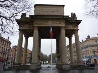 Toulouse, le monument morts de Haute-Garonne, face principale