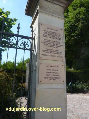 Ecole Mirabeau à Tours, plaque commémorant la déportation d'élèves et d'un instituteur