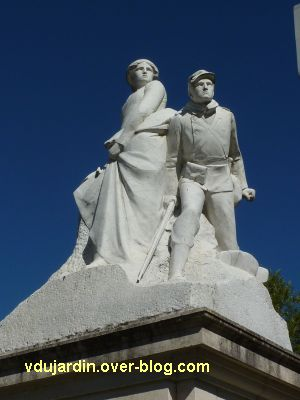 Tours, le monument aux morts de 1870, vue 4, le groupe sculpté