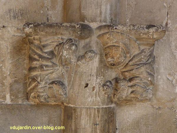 Cloître de la cathédrale de Cahors, chapiteau du pèlerin, 1, vue de face