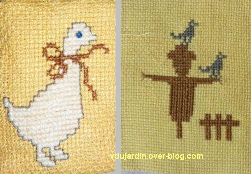 Une oie et un épouvantail en miniature