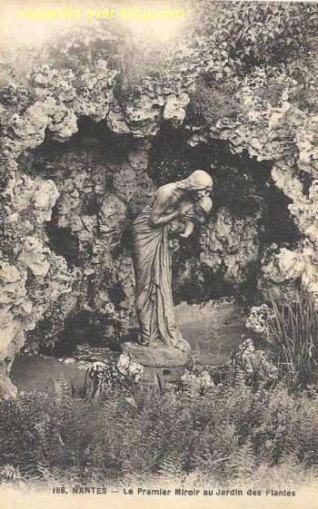 Nantes, le premier miroir de Alaphilippe au jardin des plantes, 3, devant une grotte