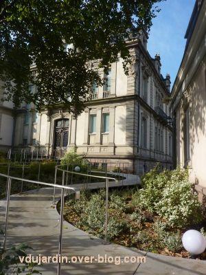 Le musée Tomi Ungerer à Strasbourg, rampe d'accès handicapé