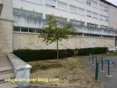Poitiers, MJC le Local, 2, frise sculptée de Claro