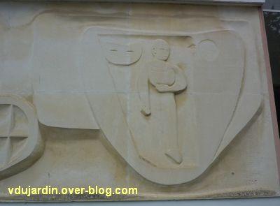 Poitiers, MJC le Local, 8, frise sculptée de Claro, détail à droite
