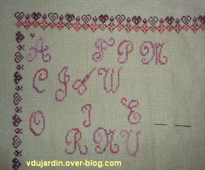 Broderie du premier janvier 2013, étape 6, a, la première moitié de l'alphabet majuscule