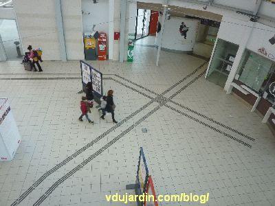 Poitiers, février 2013, bandes podotactiles dans la gare