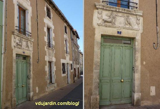 Chauvigny, rue de la Paix, maison de 1790, façade et porte