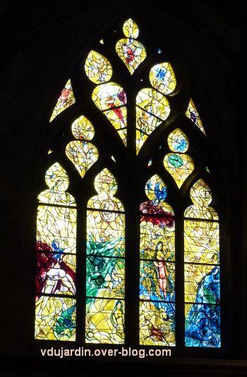 Cathédrale de Metz, vitrail de Marc Chagall, le Paradis terrestre, 1, vue générale