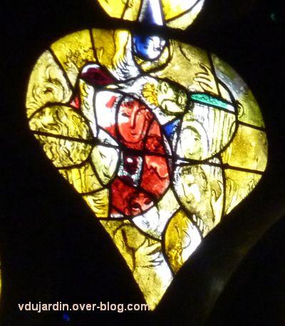 Cathédrale de Metz, vitrail de Marc Chagall, le Paradis terrestre, 9, visages