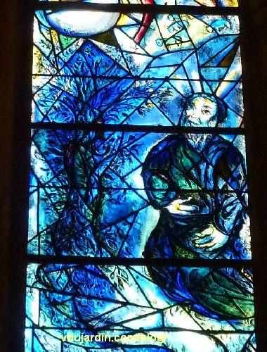 Cathédrale de Metz, vitraux de Marc Chagall, déambulatoire, baie gauche, Moïse et le buisson ardent