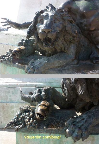 Statue équestre de Louis XIV, place Bellecour à Lyon, le Rhône par Coustou, détails du lion et du poisson