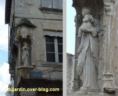 Niort, la maison de la Vierge, 2, la Vierge à l'Enfant à l'angle
