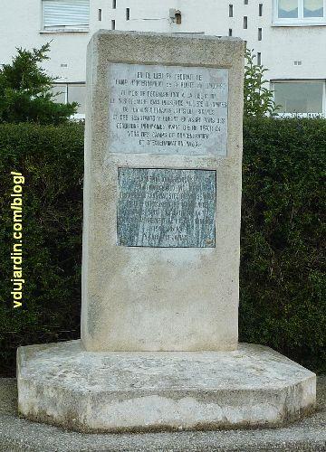 Poitiers, stèle du camp d'internement de la route de Limoges