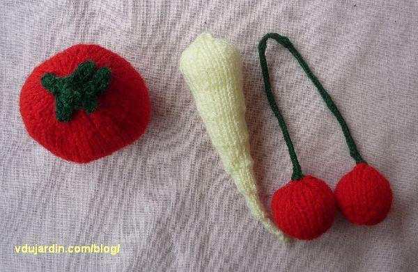 Tomate, panais et cerises au tricot