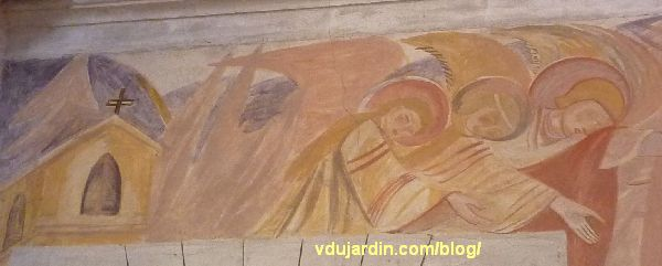 Poitiers, église Sainte-Thérèse, peinture de Marie Baranger sur le mur nord du transept, église et anges au-dessus de la porte