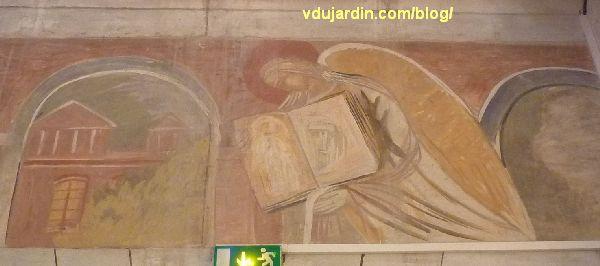 Poitiers, église Sainte-Thérèse, peinture de Marie Baranger sur le mur sud du transept, 5, la sainte avec  des images du Christ