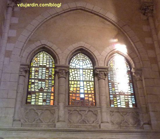Poitiers, église Sainte-Thérèse, vitraux du côté nord