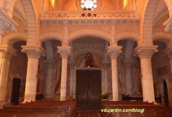 Poitiers, église Saainte-Thérèse, tribune et mur ouest