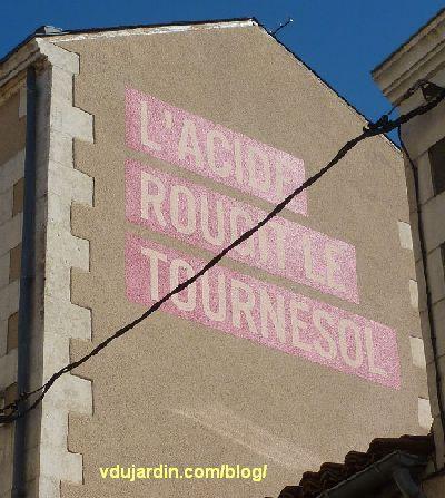 Poitiers, quartier du Pont-Neuf, oeuvre de Christian Robert-Tissot, un message