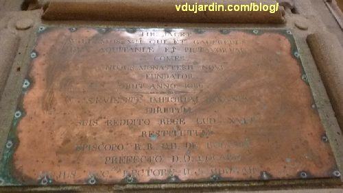 cénotaphe de Guy Geoffroy Guillaume dans l'église Saint-Jean-de-Montinerneuf à Poitiers, plaque de cuivre avec la dédicace