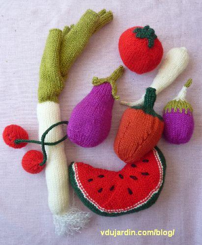 Fruits et légumes au tricot : pastèque, poivron, poireau, panais, tomate, cerises, aubergine, poivron