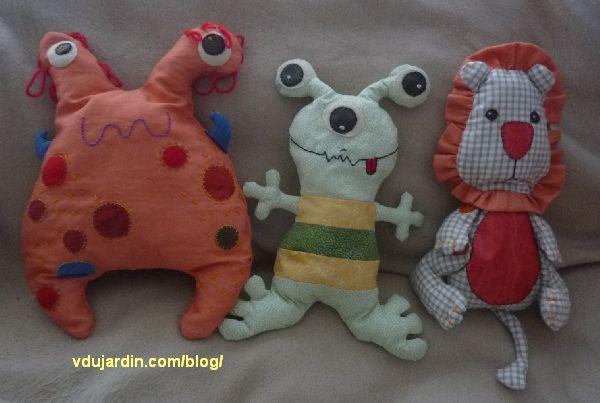 Monstre, alien et lion, trois doudous en couture