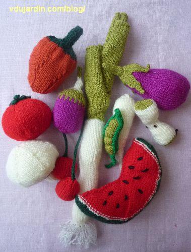 Fruits et légumes au tricot : champignon, trognon de pomme, petit pois, pastèque, poivron, poireau, panais, tomate, cerises, aubergine, poivron