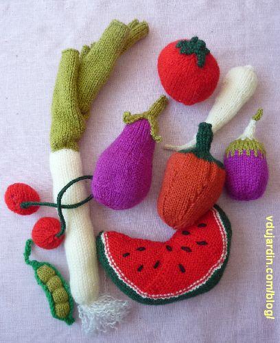 Fruits et légumes au tricot : petit pois, pastèque, poivron, poireau, panais, tomate, cerises, aubergine, poivron