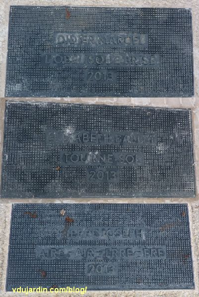 Jardin du Puygarreau à Poitiers, cartel de chacune des trois oeuvres