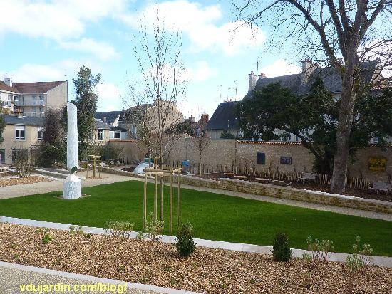 Jardin du Puygarreau à Poitiers, ilôt central en herbe