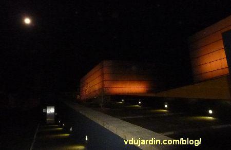 le parvis du théâtre auditorium de Poitiers vers 20h le 13 février 2014