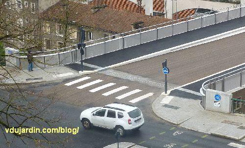 Viaduc des Rocs à Poitiers, entrée côté est, sans signalisation piéton vélo, jeudi 6 au matin