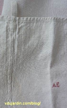 Le torchon offert par Maryse pour Nans en 2014, reprise et initiales brodées