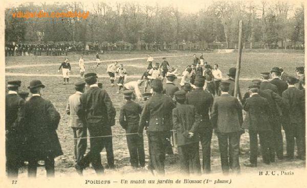 Le parc de Blossac à Poitiers, carte postale ancienne, match de rugby