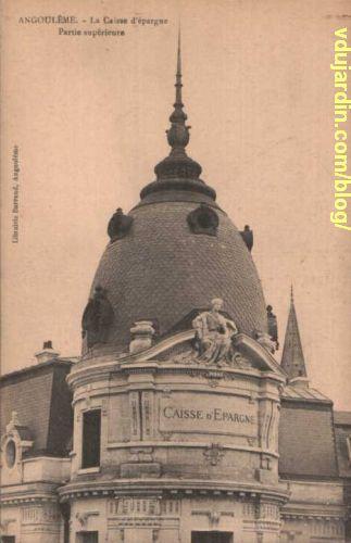 La caisse d'épargne d'Angoulême, sculpture du fronton par Emile Peyronnet, carte postale ancienne