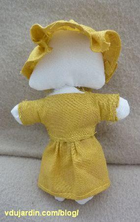la grand-mère du petit chaperon rouge, avec robe et chapeau
